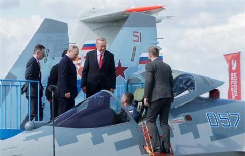 Tho mua Su-57 voi dong co Izdeliye 30