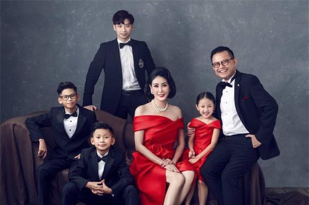 Tiết lộ đặc biệt về 3 người đẹp ở TP HCM đăng quang Hoa hậu Việt Nam ảnh 5