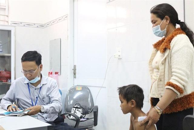 Trái tim cho em khám sàng lọc tim bẩm sinh cho gần 2.100 trẻ tại Gia Lai - Ảnh 11.