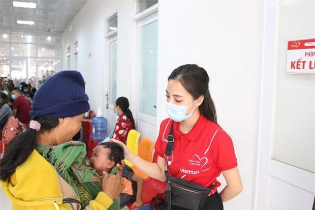 Trái tim cho em khám sàng lọc tim bẩm sinh cho gần 2.100 trẻ tại Gia Lai - Ảnh 12.