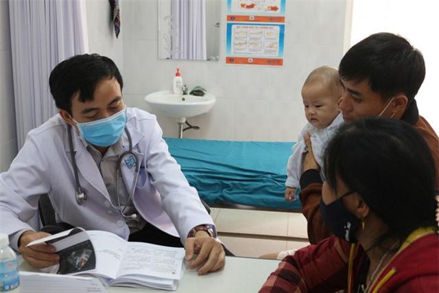 Trái tim cho em khám sàng lọc tim bẩm sinh cho gần 2.100 trẻ tại Gia Lai - Ảnh 16.