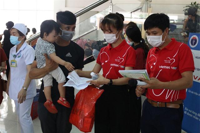 Trái tim cho em khám sàng lọc tim bẩm sinh cho gần 2.100 trẻ tại Gia Lai - Ảnh 5.