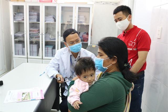 Trái tim cho em khám sàng lọc tim bẩm sinh cho gần 2.100 trẻ tại Gia Lai - Ảnh 6.