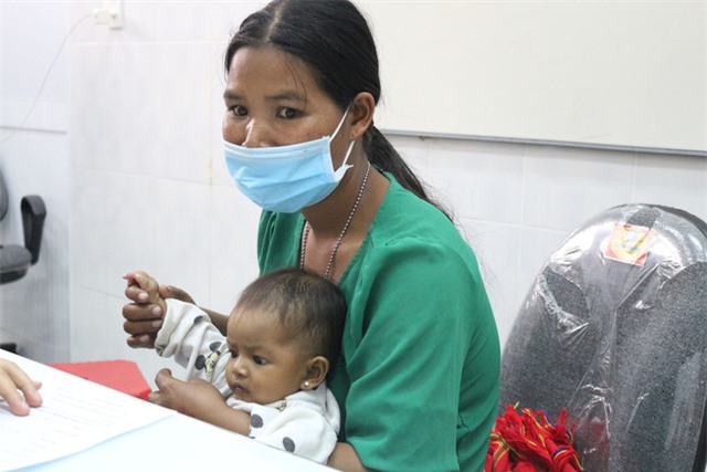 Trái tim cho em khám sàng lọc tim bẩm sinh cho gần 2.100 trẻ tại Gia Lai - Ảnh 8.