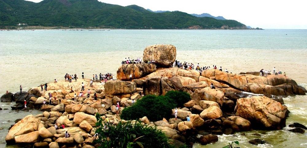 Danh lam thắng cảnh Hòn Chồng (thuộc 2 phường Vĩnh Phước, Vĩnh Thọ, TP. Nha Trang, tỉnh Khánh Hoà) sẽ thực hiện miễn, giảm phí tham qua để kích cầu du lịch.