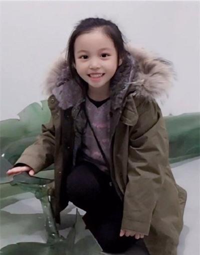 Con gái 11 tuổi của Triệu Vy gây 'sốt' với thần thái, nhan sắc chuẩn 'thần tiên tỷ tỷ' ảnh 1