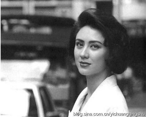Người vợ hai của Hồng Kim Bảo là hoa hậu nổi tiếng, tần tảo nuôi 4 con riêng của chồng ảnh 2