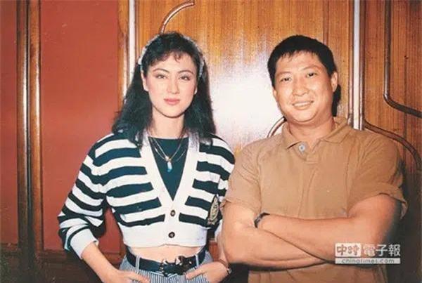 Người vợ hai của Hồng Kim Bảo là hoa hậu nổi tiếng, tần tảo nuôi 4 con riêng của chồng ảnh 3