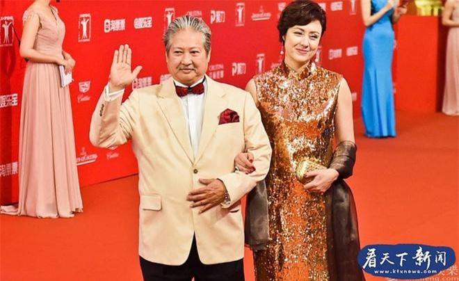 Người vợ hai của Hồng Kim Bảo là hoa hậu nổi tiếng, tần tảo nuôi 4 con riêng của chồng ảnh 6