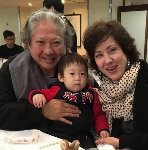 Người vợ hai của Hồng Kim Bảo là hoa hậu nổi tiếng, tần tảo nuôi 4 con riêng của chồng ảnh 7