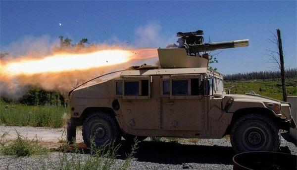 [ẢNH] Siêu tên lửa chống tăng Mỹ hủy diệt xe tăng từ khoảng cách 10km - ảnh 1