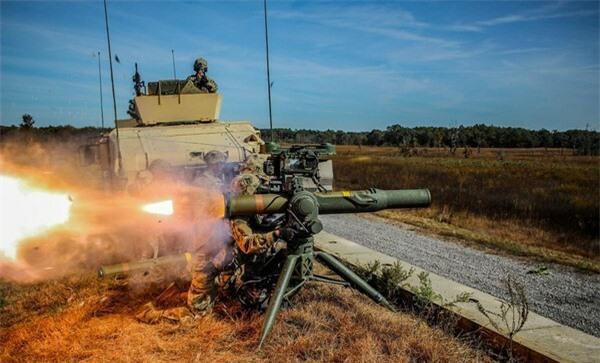 [ẢNH] Siêu tên lửa chống tăng Mỹ hủy diệt xe tăng từ khoảng cách 10km - ảnh 11