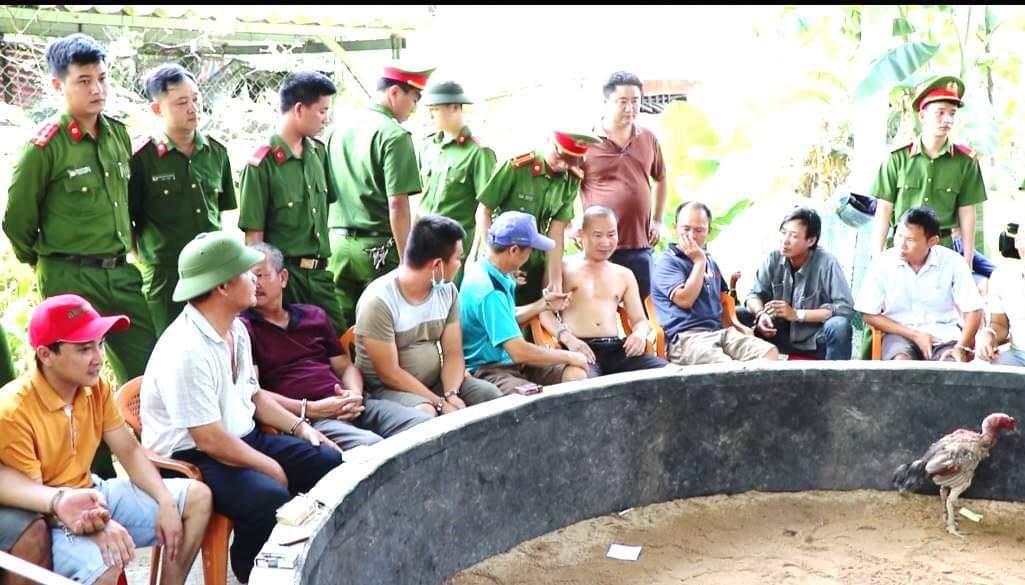 Quảng Bình: Đột kích sới gà, bắt 34 đối tượng, thu giữ hơn 200 triệu đồng