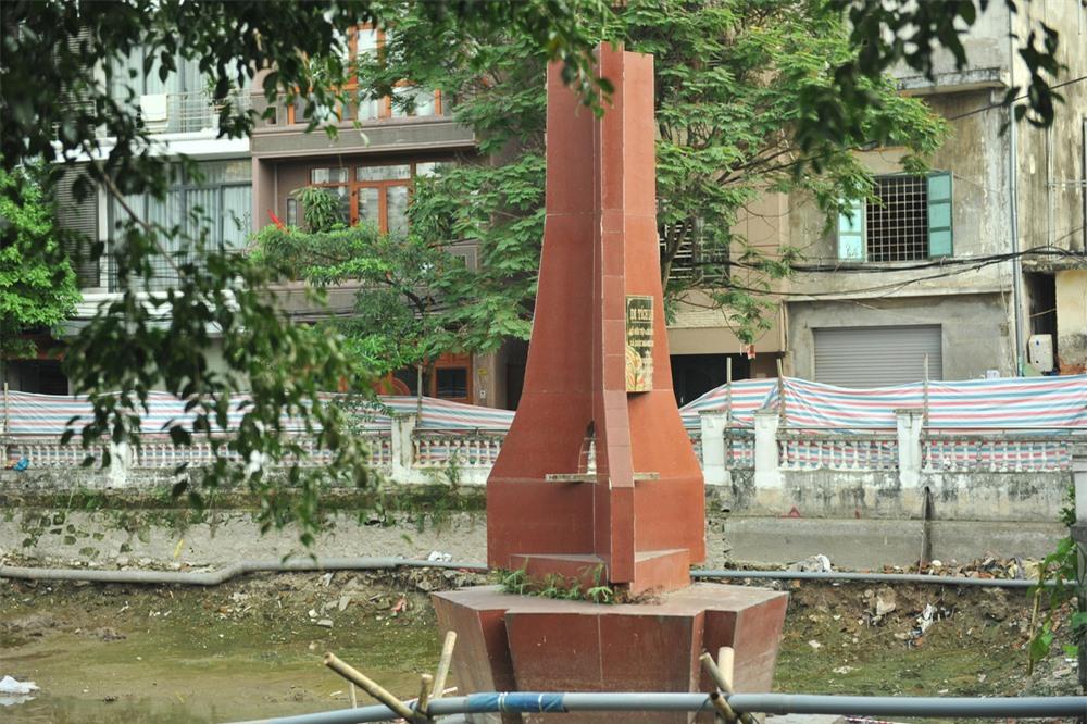 Cận cảnh tu sửa hồ chứa xác máy bay B52 cuối cùng bị bắn hạ tại Hà Nội - Ảnh 11.