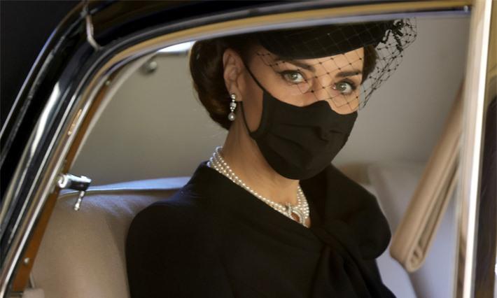 Điều ít biết đằng sau bức ảnh gây bão mạng, đi vào lịch sử của Công nương Kate tại tang lễ Hoàng tế Philip - Ảnh 1.