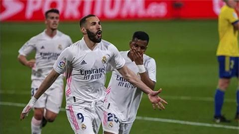 Karim Benzema bắt kịp kỷ lục của Raul, khiến Ronaldo cũng ghen tị