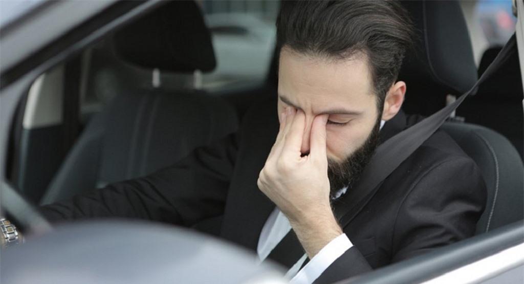 Không lái xe ô tô khi đang bị căng thẳng