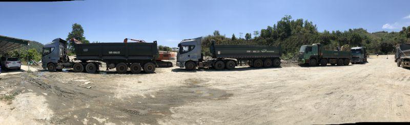 05 chiếc xe tải chắn ngang không cho công ty Quảng Phú đi lại và hoạt động