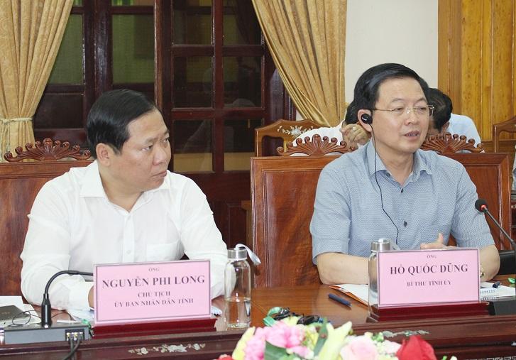 Bí thư Tỉnh ủy Hồ Quốc Dũng (bên phải) phát biểu tại buổi làm việc.
