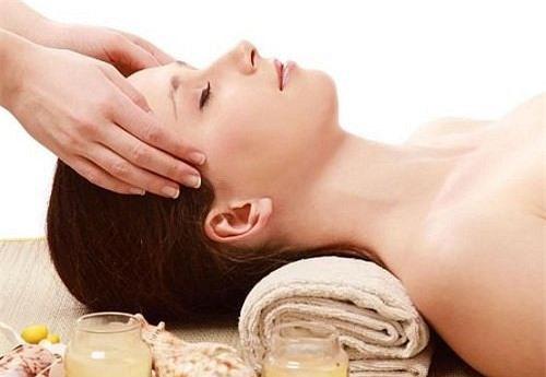 cach-massage-chua-chung-nhuc-dau-cam-mao-va-dau-vung-co-vai-gay-fdf852