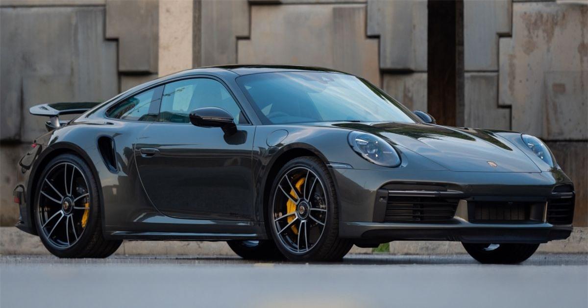 Sau khi ra mắt Porsche Taycan cầu sau tại Malaysia hồi đầu năm nay, Sime Darby Auto Performance (SDAP), đơn vị phân phối thương hiệu Porsche tại nước này mới đây đã ra mắt chiếc 911 Turbo S mạnh mẽ.