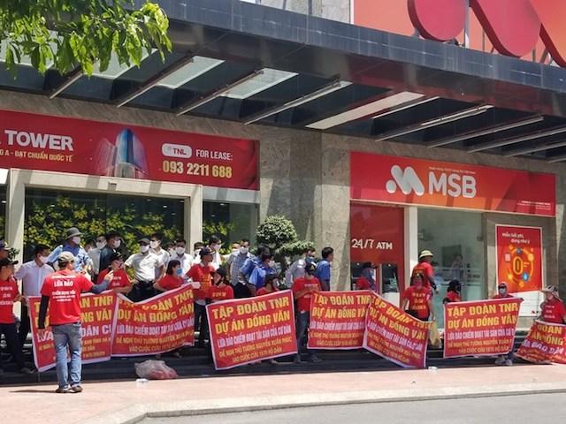 Khách hàng vây trụ sở TNR Holdings 22/6/2020 đòi quyền lợi dự án TNR Stars Đồng Văn.