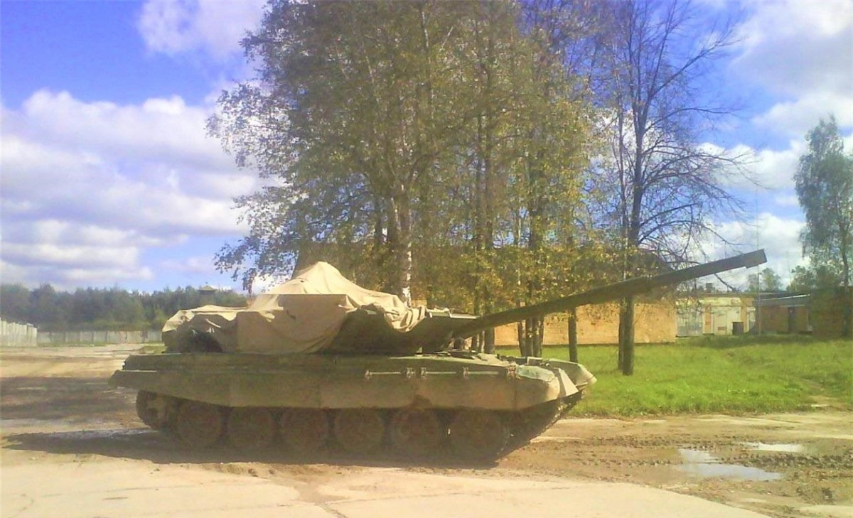 Một nguyên mẫu Burlak trên khung gầm T-72B đã được chế tạo và thử nghiệm vào cuối những năm 2010; Nguồn: aw.my.games