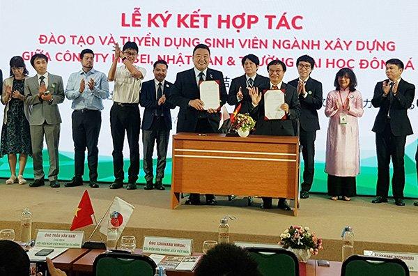 Ký kết hợp tác đào tạo và tuyển dụng sinh viên ngành Xây dựng giữa Công ty HEISEI (Nhật Bản) và ĐH Đông Á trong khuôn khổ Ngày hội việc làm Nhật Bản 2021 tại ĐH Đông Á ngày 24/4/2021.