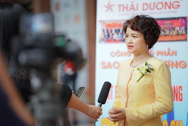 Bà Nguyễn Thị Hương Liên trả lời phỏng vấn báo chí bên lề Lễ trao giải thưởng Chất lượng Quốc gia 2020. Bà Nguyễn Thị Hương Liên trả lời phỏng vấn báo chí bên lề Lễ trao giải thưởng Chất lượng Quốc gia 2020.
