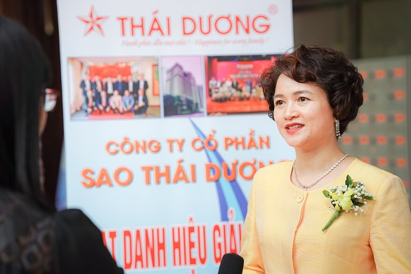 Bà Nguyễn Thị Hương Liên, Phó Tổng giám đốc Công ty cổ phần Sao Thái Dương. Bà Nguyễn Thị Hương Liên, Phó Tổng giám đốc Công ty cổ phần Sao Thái Dương.