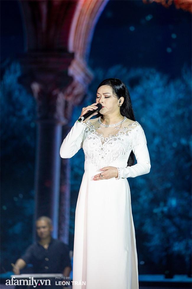 Hồ Ngọc Hà diện váy trễ nãi, thăng hoa cùng Dương Triệu Vũ, ghi dấu ấn với loạt hit đình đám - Ảnh 12.