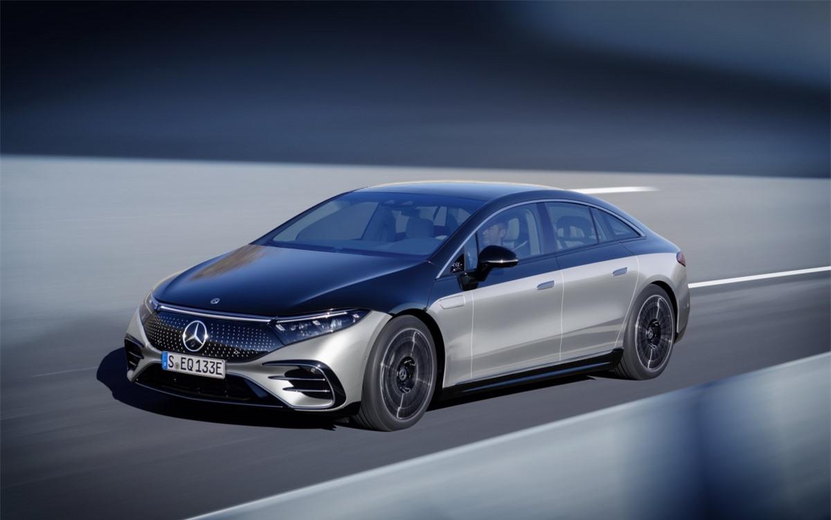Mới đây, dòng sedan hạng sang chạy điện Mercedes-Benz EQS chính thức ra mắt với hàng loạt công nghệ và những trang bị lần đầu tiên xuât hiện trên thị trường.