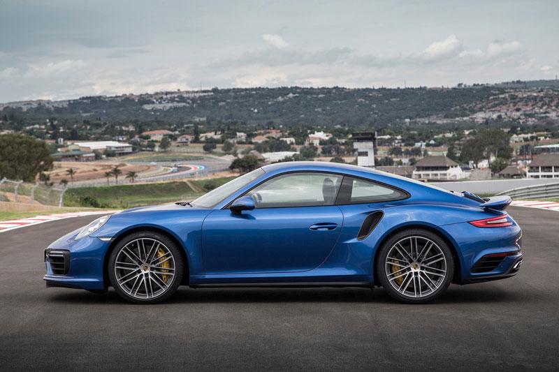 4. Porsche 911 (mức độ mất giá trung bình sau 5 năm: 36%).