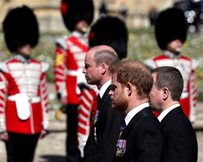 Vừa mãn tang Hoàng thân Philip, Meghan Markle đưa ra điều kiện duy nhất để đồng ý hoà giải với Hoàng gia Anh khiến dư luận phẫn nộ - Ảnh 2.