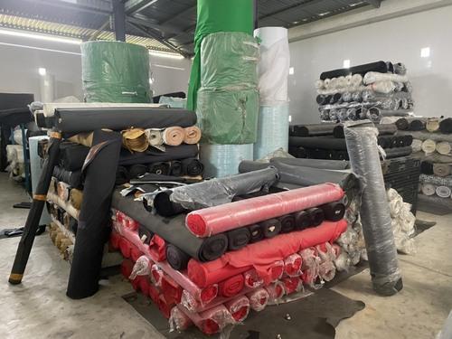 Đoàn kiểm tra phát hiện 30 tấn vải các loại, 400kg dây đai vải không rõ nguồn gốc xuất xứ