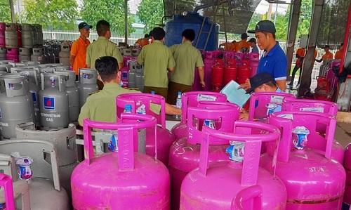 Toàn bộ số chai LPG nêu trên có dấu hiệu được chiết nạp LPG vào chai không thuộc sở hữu của thương nhân sở hữu trạm nạp