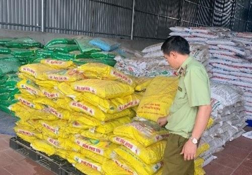 Cơ sở kinh doanh Vật tư nông nghiệp doông Đỗ Hồng Phúc làm chủ tạiđịa chỉ tại Tiểu khu 32,Thị trấn Nông trường, huyện Mộc Châu, tỉnh Sơn La.