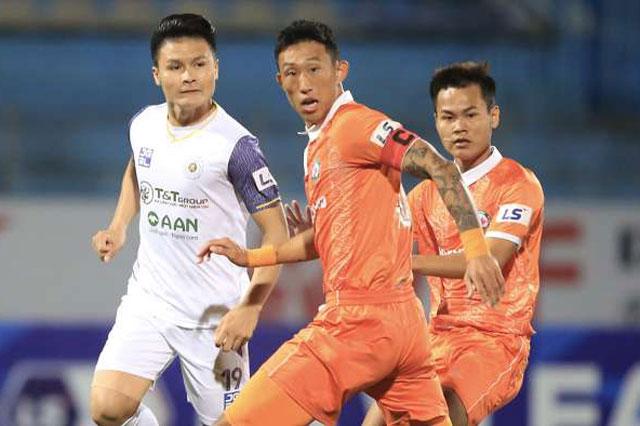 Quang Hải (trái) và các đồng đội để thua trước Bình Định.
