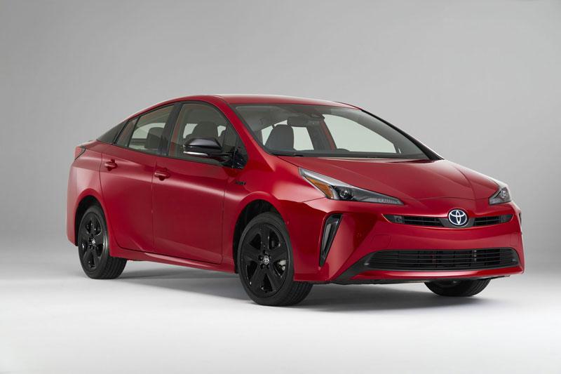 10. Toyota Prius 2021 (giá khởi điểm: 24.525 USD, điểm an toàn của US News: 9,5/10).
