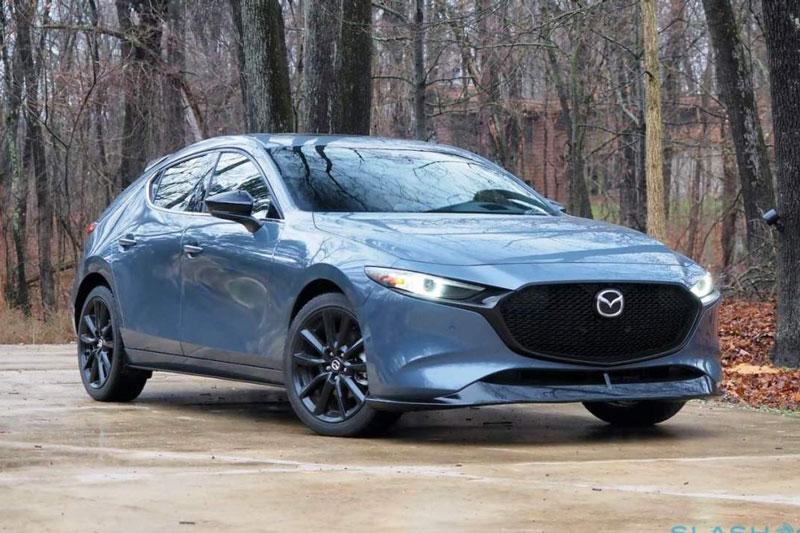 2. Mazda3 2021 (giá khởi điểm: 20.650 USD, điểm an toàn của US News: 9,9/10).