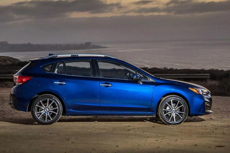 3. Subaru Impreza 2021 (giá khởi điểm: 18.795 USD, điểm an toàn của US News: 9,8/10).