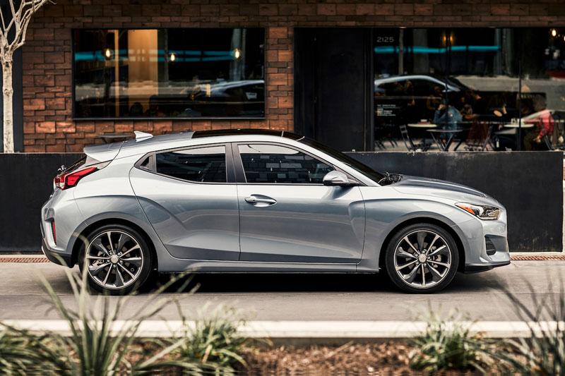 5. Hyundai Veloster 2021 (giá khởi điểm: 18.900 USD, điểm an toàn của US News: 9,7/10).
