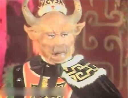 Áo choàng của Ngưu Ma Vương trong cảnh này vẫn còn