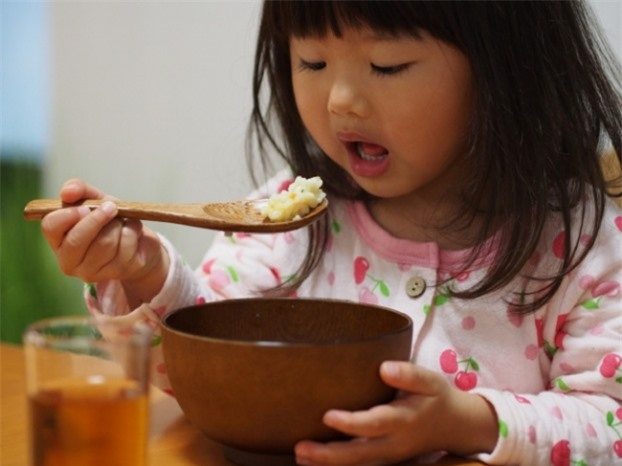 10 kiểu dạy con ăn uống sai lầm mà đa số các bậc phụ huynh đều mắc phải 2
