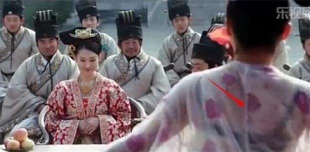 15 lỗi sai ngớ ngẩn thấy rõ trong phim cổ trang Hoa ngữ khiến khán giả 'giận tím người' 12