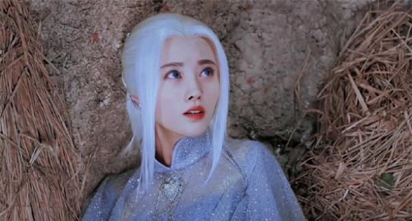 Mỹ nhân Hoa ngữ để tóc trắng: Cúc Tịnh Y như sương tuyết, Dương Mịch tựa nữ thần 2