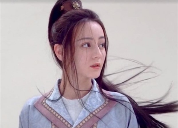 4 mỹ nhân Hoa ngữ đóng giả nam nhi: Người trang điểm quá đà, kẻ lộ rõ vòng một nhô cao 11