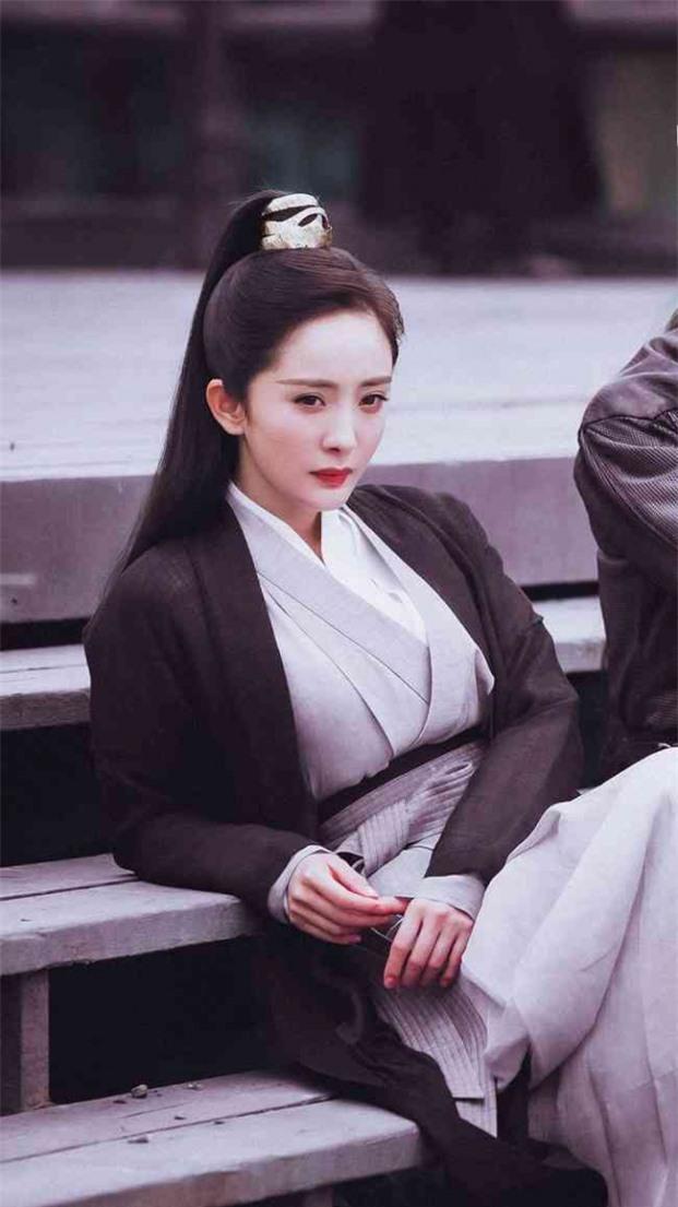 4 mỹ nhân Hoa ngữ đóng giả nam nhi: Người trang điểm quá đà, kẻ lộ rõ vòng một nhô cao 6