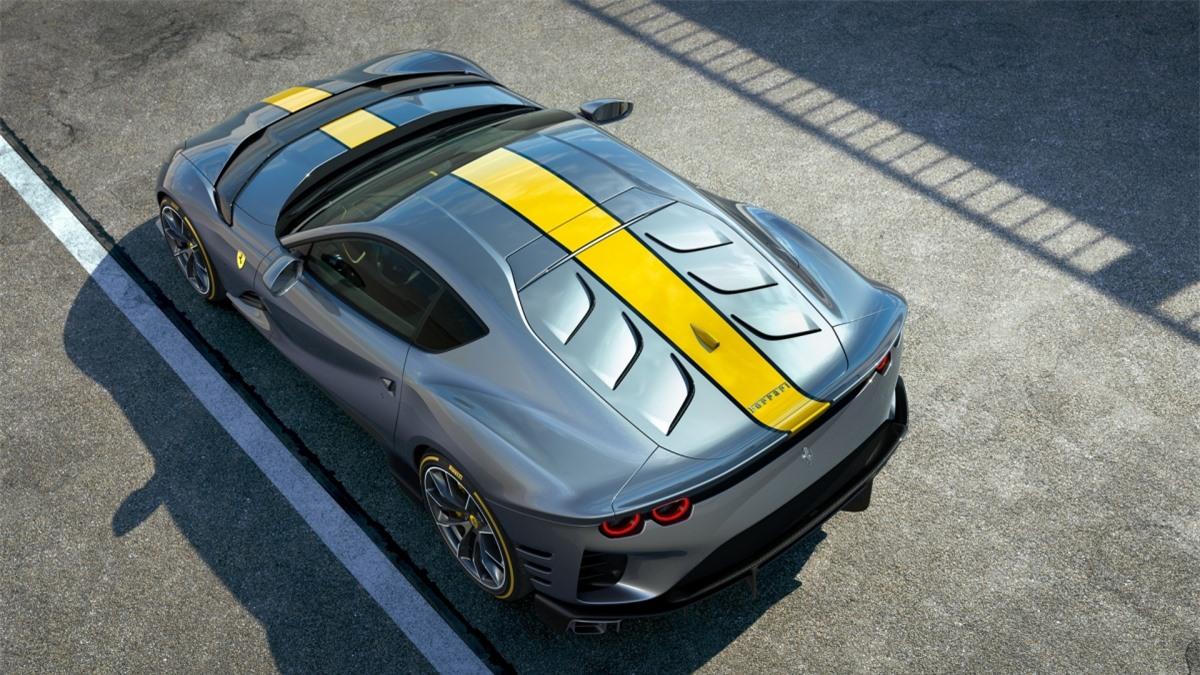 Cung cấp sức mạnh cho xe là khối động cơ V12 với góc nghiêng 65 độ huyền thoại. Tuy nhiên, động cơ này giờ đây đã được tinh chỉnh để có thể tạo ra công suất cực đại 830 mã lực và tốc độ tối đa lên đến 9.500 vòng/phút, biến nó thành động cơ mạnh mẽ và nhanh nhất của Ferrari.