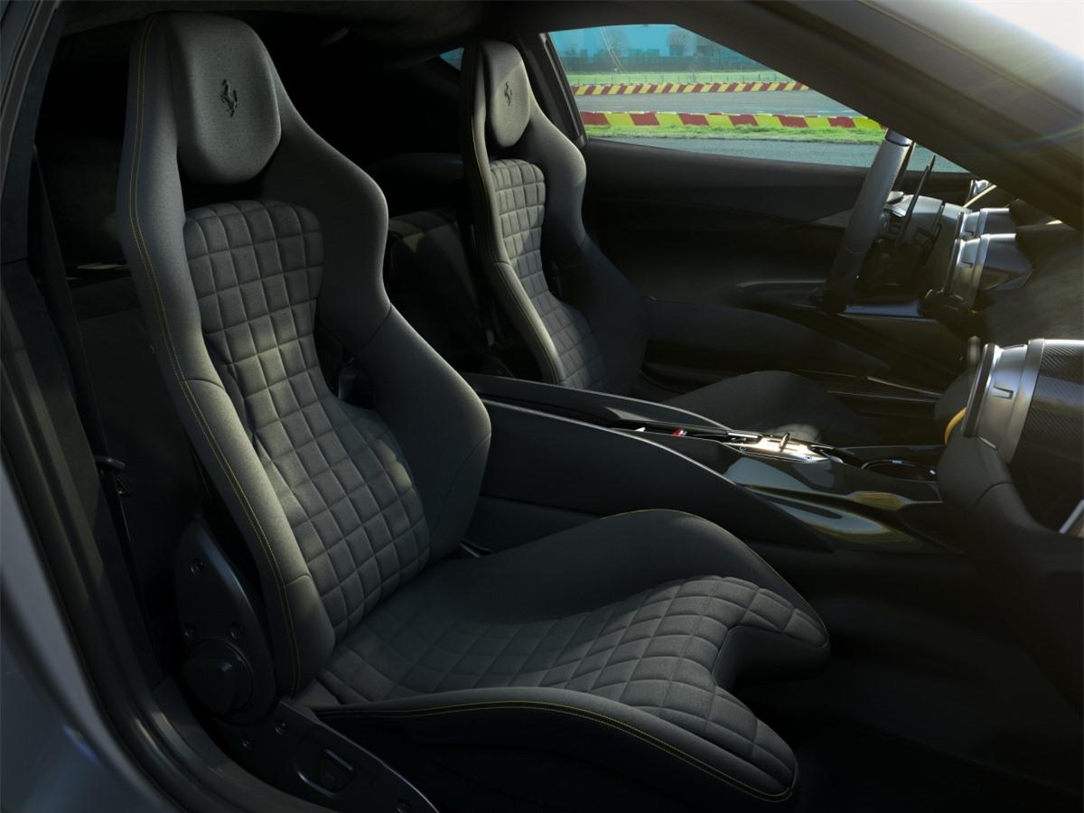 Ghế ngồi thể thao chỉnh tay cũng có được họa tiết bề mặt hoàn toàn mới, cổ điển và mang đậm tinh thần đua xe thể thao. Tuy nhiên, những thông tin chi tiết cũng như tên gọi, số lượng giới hạn của mẫu xe này vẫn được giữ kín và sẽ được công bố vào ngày 5/5 tới đây./.